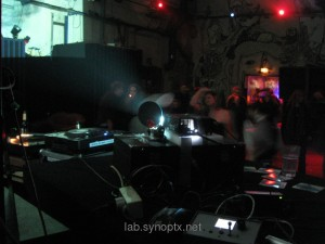 Flash! People on the dancefloor - Mirror Station besides the DJ and the controller box in front